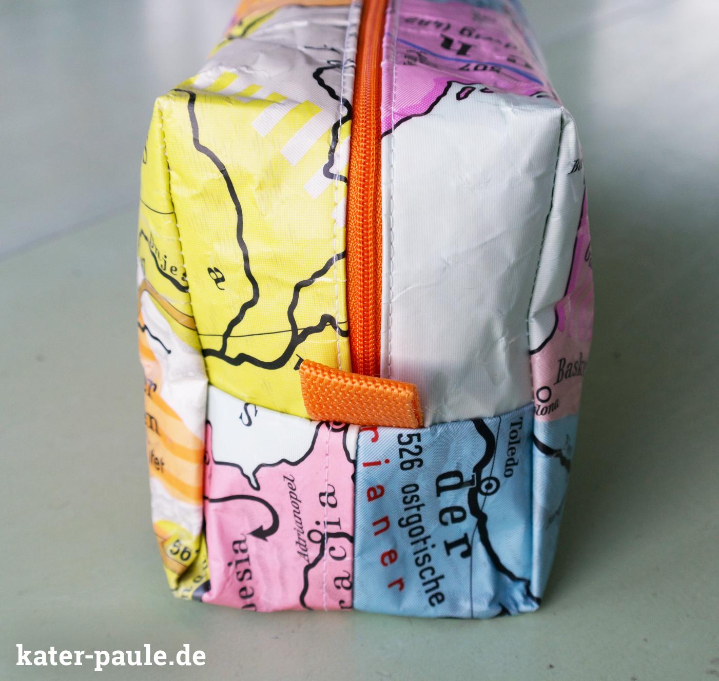 Kulturbeutel Detail - Upcycling aus alter Schulkarte nach dem Freebook Vicky von pattydoo